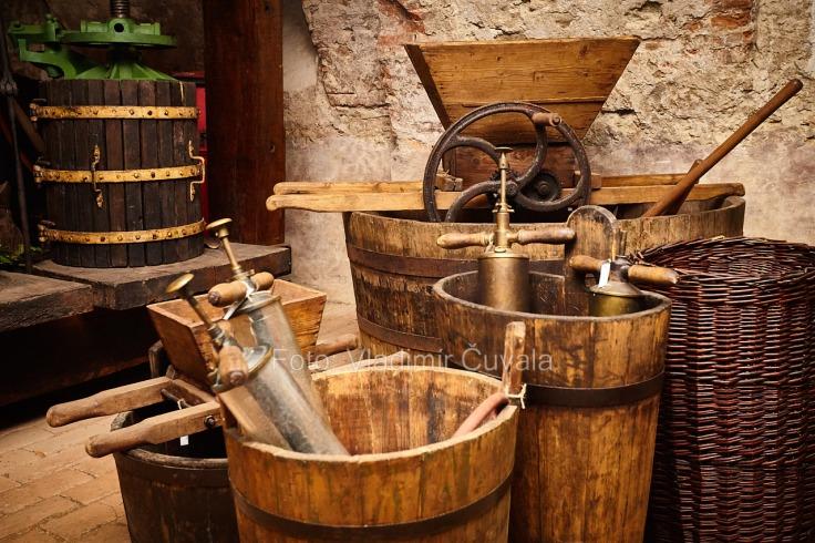 9. ročník otvorených vínnych pivníc v Pezinku. V 24 pivniciach sa predstavilo spolu 34 vinárstiev z Pezinka a okolia. Pivničné priestory Malokarpatského múzea v Pezinku. 11/02/2017 Pezinok.