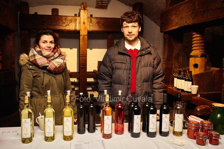 9. ročník otvorených vínnych pivníc v Pezinku. V 24 pivniciach sa predstavilo spolu 34 vinárstiev z Pezinka a okolia. Vinár Lukáš Krasňanský predstavuje svoju produkciu vín v pivniciach Malokarpatského múzea v Pezinku. 11/02/2017 Pezinok.