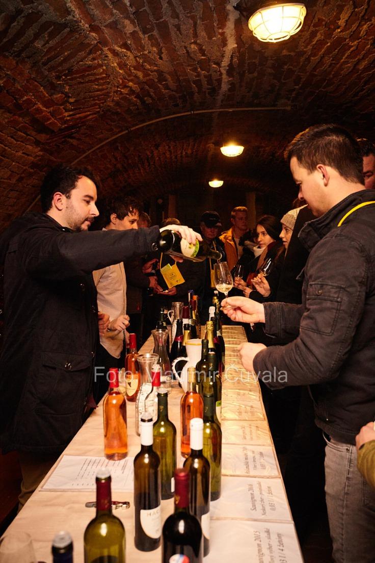 9. ročník otvorených vínnych pivníc v Pezinku. V 24 pivniciach sa predstavilo spolu 34 vinárstiev z Pezinka a okolia. Degustovanie vína v historickej pivnici u Jána Hacaja. Vinárstvo Hacaj. 11/02/2017 Pezinok.